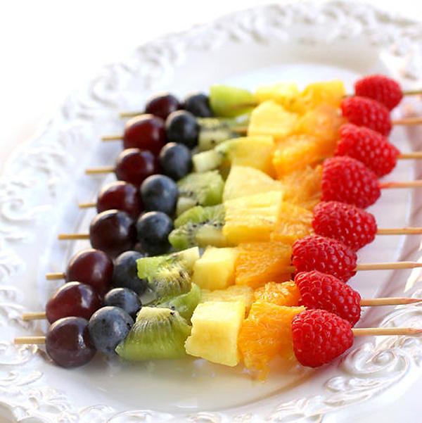 фруктово-ягодный шашлык